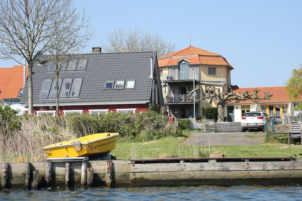 gemeinschaftlicher Uferbereich mit dem Mühlenturm