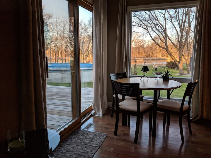 Executive Suite on Riverfront Acreage