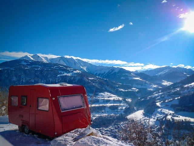 Cute Caravan with view into the mountains :D