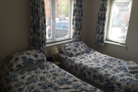 Two Double Bedrooms in Tring - Tring - Дом