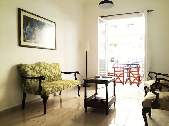 Cozy Apartment in Athens | 7 min from Metro - Athina - Lejlighed