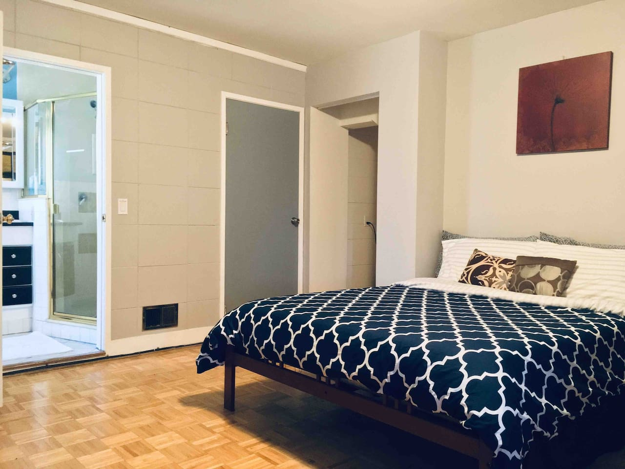 Spacious private bedroom with large queen-sized bed and full en-suite bathroom. Includes a kitchenette with basic essentials (coffee maker, microwave, utensils, bowls, cups, plates, water kettle, assortment of teas and coffee)