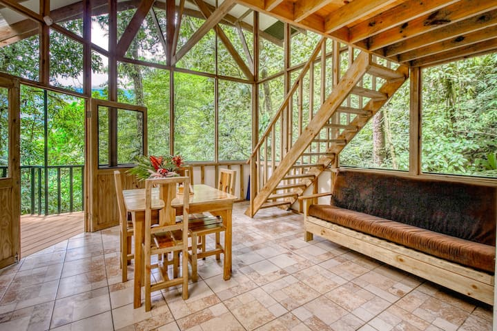 Quaint, three-level treehouse w/incredible views of nature and wild animals!
