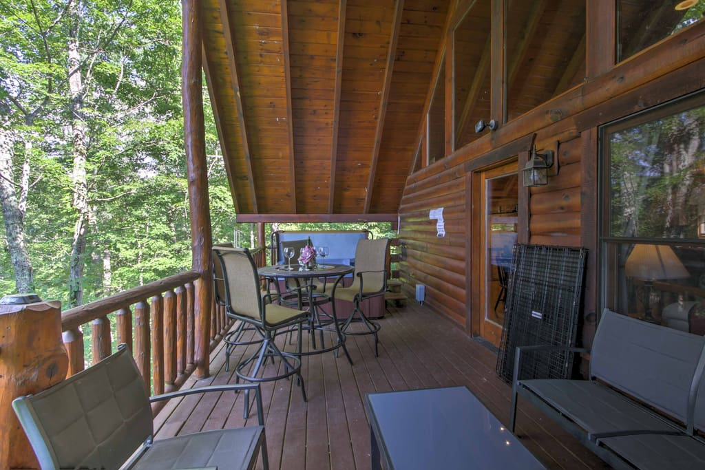 Hang out on the fully furnished deck, taking in the peaceful wooded views.