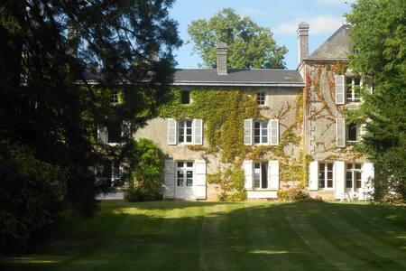 LARGE FAMILY HOUSE FULL OF CHARM - Clussais-la-Pommeraie - House - 2