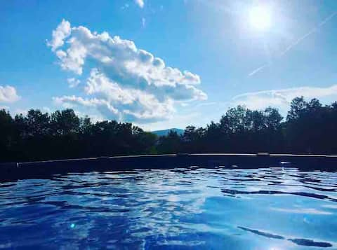 Pool, Hot Tub and Drop Dead Mountain Views