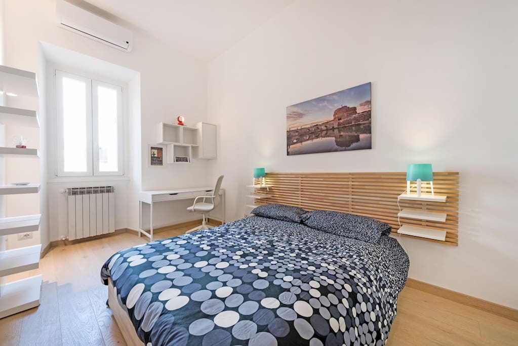 Double bedroom with workspace