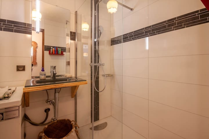 Close to the center and free bus stop nice 1 bedroom apartment