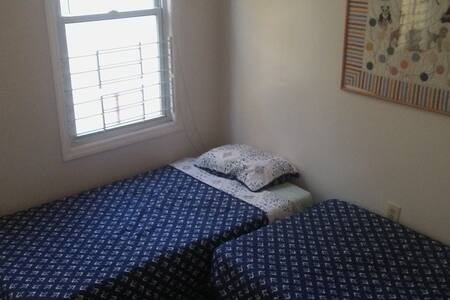 $30 Room 1- 2 MAX in Large, Sunny Apt. Near NYC - Newark - Wohnung