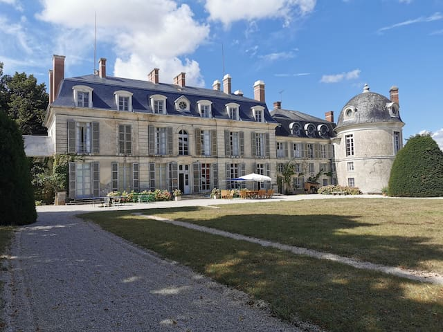CHÂTEAU 15 pers, heated swimming pool, tennis,
