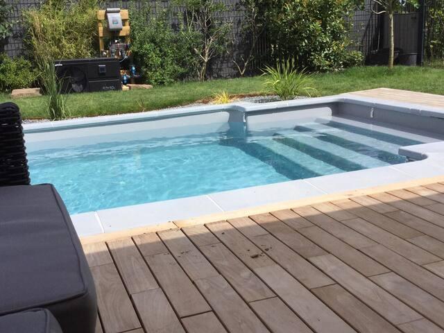 Grande chambre pour 2 personnes, piscine, jardin
