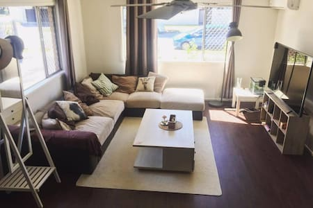 Comfy double bed room , Surfers Paradise - Surfers Paradise