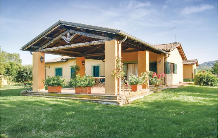 Holiday cottage with 3 bedrooms on 180 m² in Sutri VT