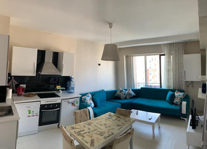 Discount , clean apartment 5 minutes to the metro