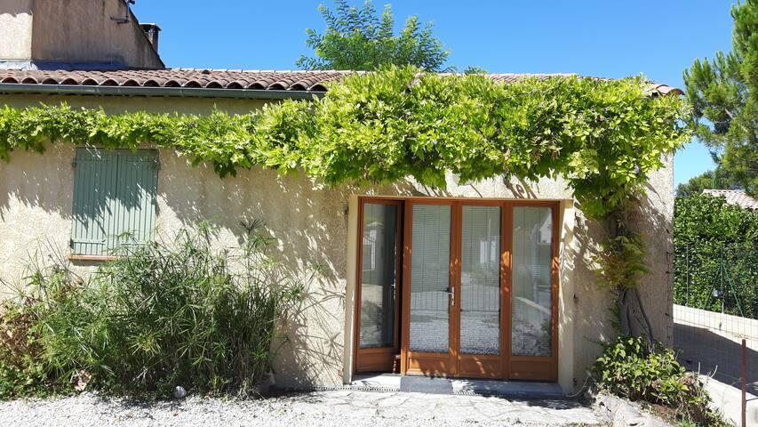 Studio en provence, proche plages et montagnes