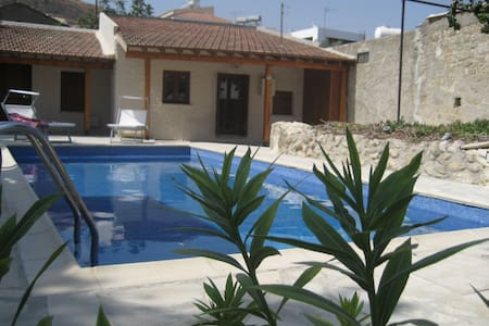 Charming Cypriot Cottage in the Heart of Pissouri - Pissouri
