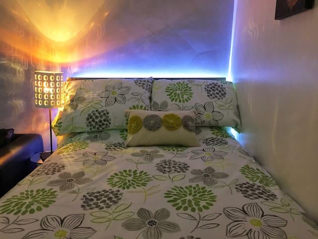Near Piccadilly \ Sleeps 2-10 / Beautiful Apartmnt