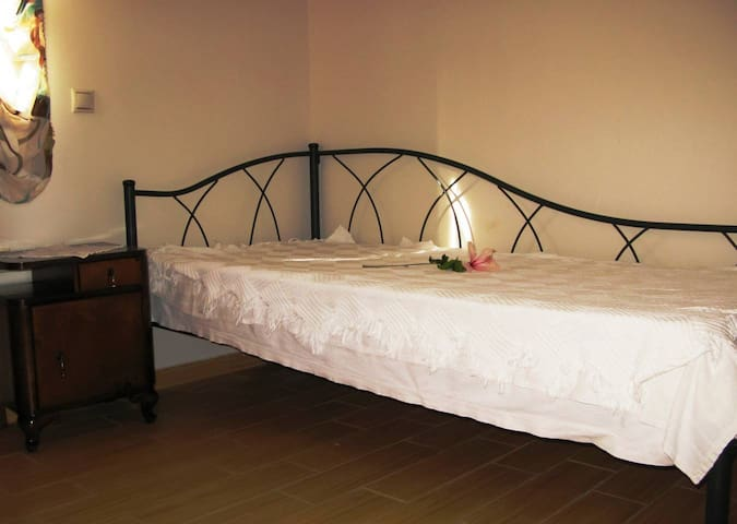 House 1, Bedroom 2: Simple and stylish with a single bed