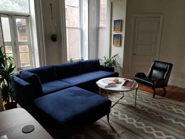 Mid-Century Modern, Spacious in Rittenhouse Square
