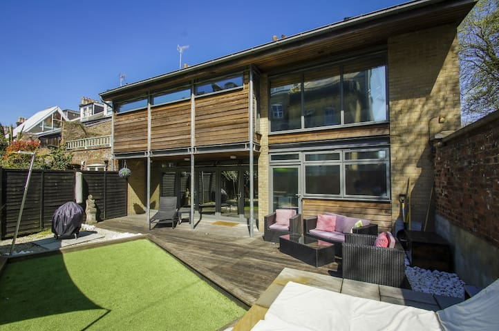 ★Cool house with garden★ Free allocated parking