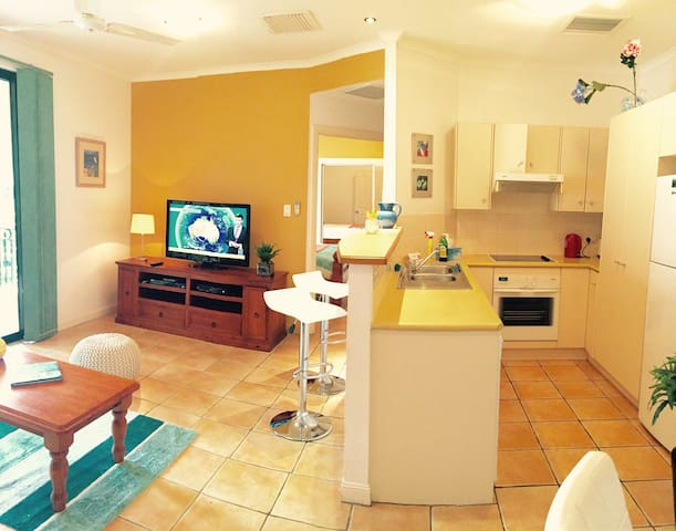 Full kitchen and serving counter & lounge room