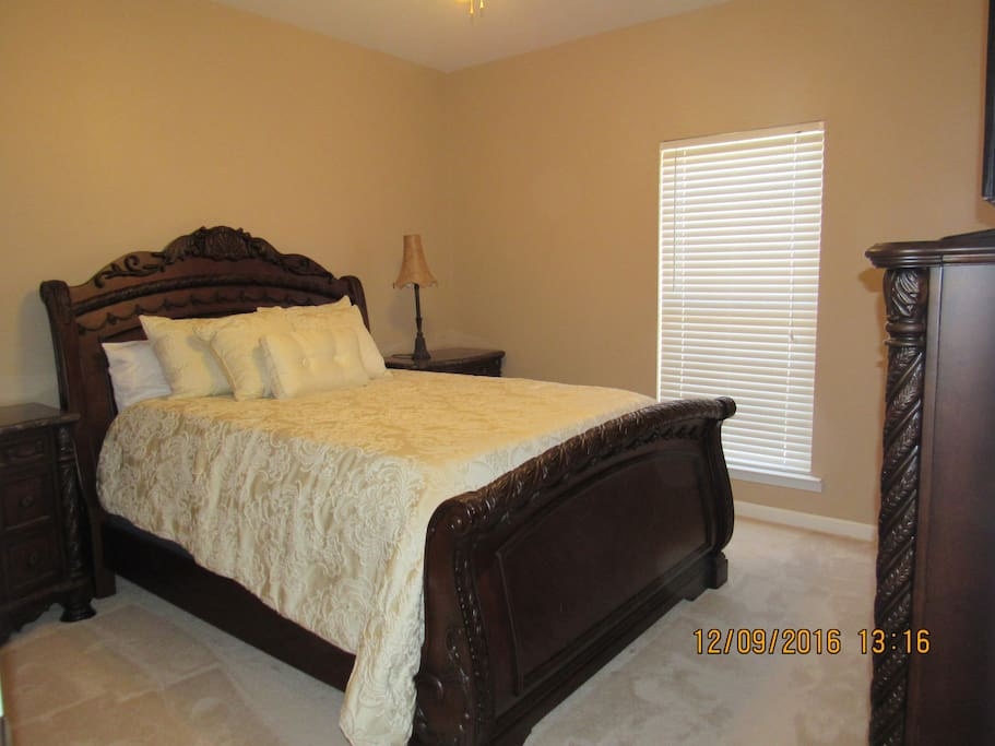 Queen size bed with memory foam mattress.  Very comfortable