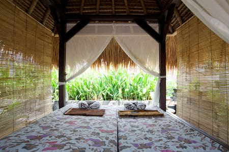 Stay With Friendly Balinese Family