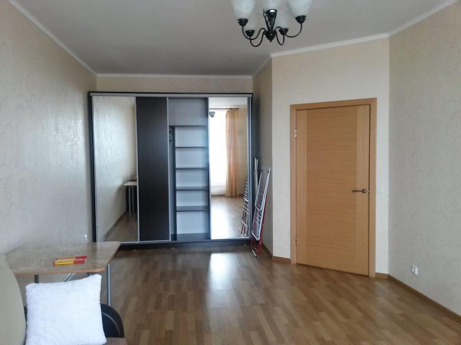 Просторная, светлая комната, вместительный шкаф