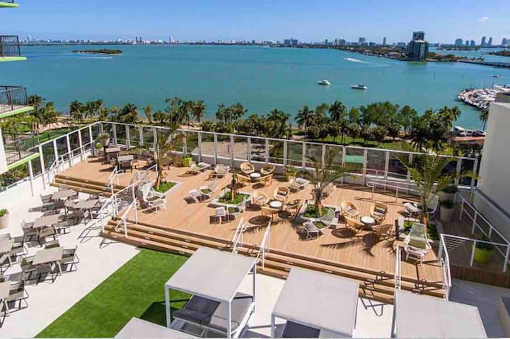 Miami-Ocean view-best location room in awesome apt