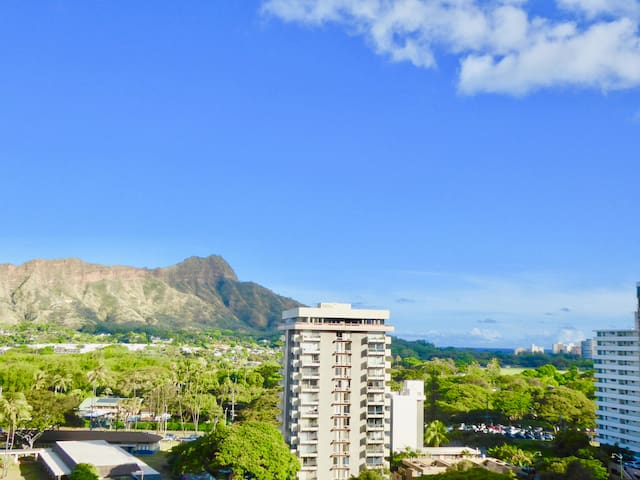 Awesome  Waikiki  Sunset Suite 1 block to Beach
