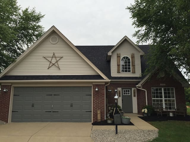 Derby Cottage in Louisville! - Prospect - Casa