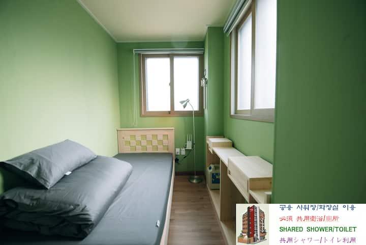 Welcome!! Midtown Hostel Room 406