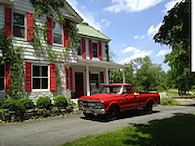Beautiful Liberty View Farm House
