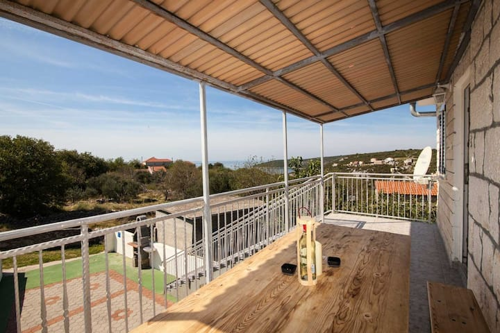 Holiday house Villa Vinko - with four rooms: Cove Voluja (Vinisce), Riviera Trogir