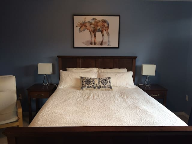 Master Bedroom w/Private Bath & Wifi - Mississauga - Dom