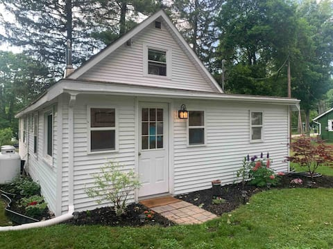 Silver Lake Cottage ideal for couples and families