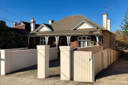 3Bed Semi-sized Apt with Parking in Coogee Beach