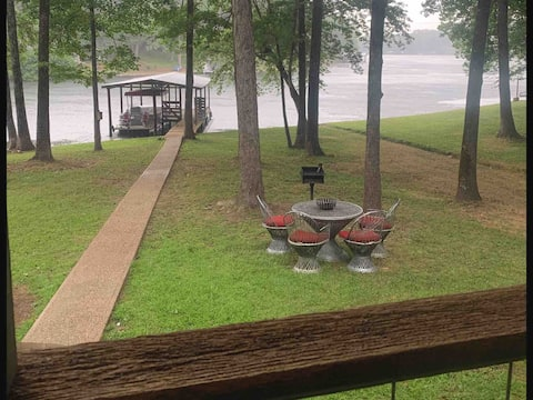 Hideaway Lakefront Cabin (No pets allowed) 300 ft