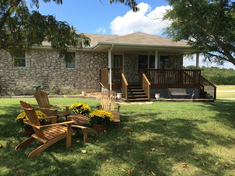 North Lodge with Private Pond on 20 acres, Tulsa