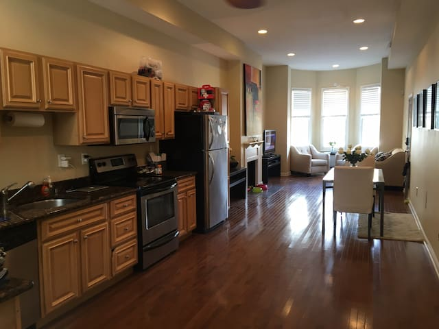 Enormous 2-story Townhome in the Heart of DC - Washington - Maison