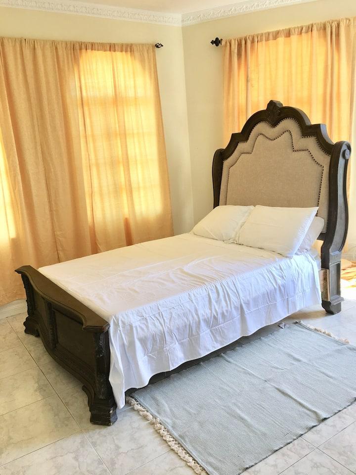 Quiet queen bed in quiet home