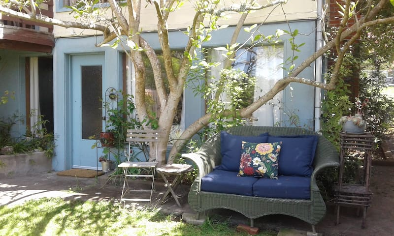 Cozy Arcata Hideaway, walk to HSU, forest, dwntwn