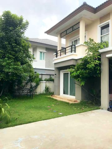 House 3 br 10 mins MRT Central Westgate and IKEA