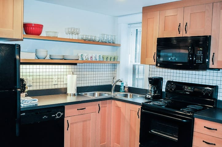 Spacious Apt. with parking in Historic Bolton Hill - Baltimore - Appartement
