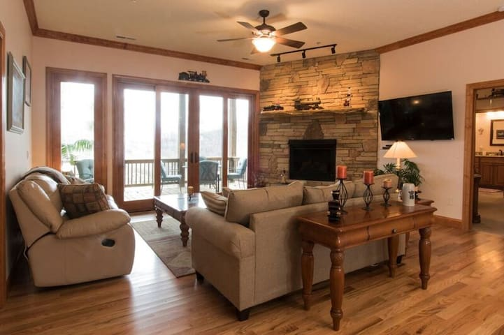 Finely Appointed Mountain Condo