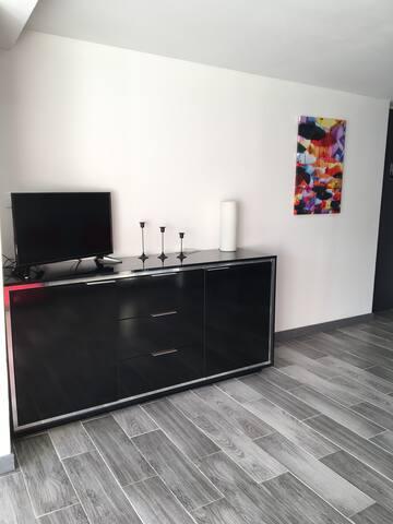 Coin salon avec TV
