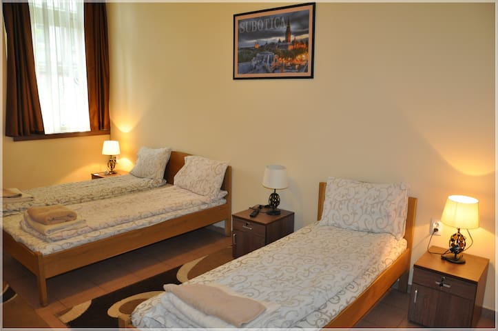 Guest House - BestFastFood /Room 2 - Subotica - House