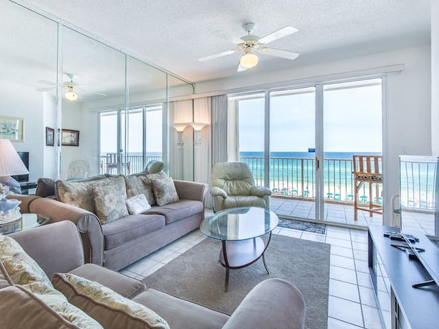 Colorful waterfront unit, Beach setup included, Short drive to dining