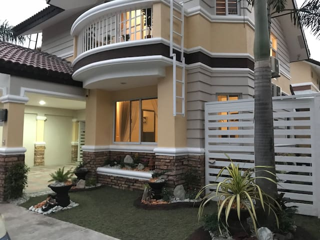 Mary's Fully furnished Villa near Clark to Airport