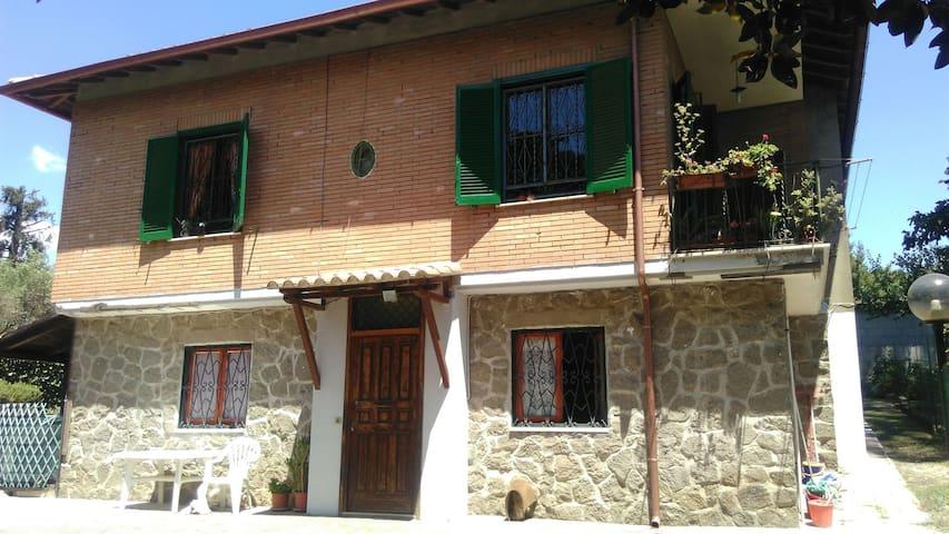 ACCOGLIENTE APPARTAMENTO IN VILLA - Nemi - House
